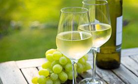 白ワインのおすすめ25選 安くておいしいモノから高級なものまで味わいごとに紹介