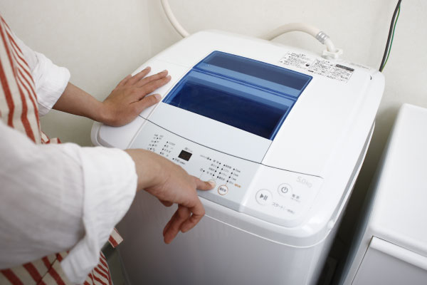 縦型とドラム式はどっちが使いやすい? 縦型洗濯機は洗浄力と価格が魅力