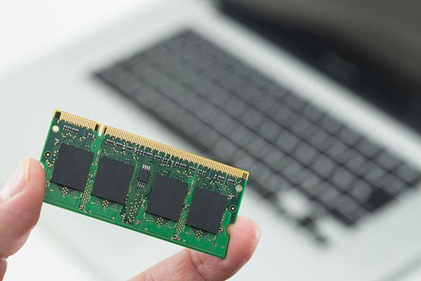 ノートパソコンの選び方 サクサク動かすには大きなメモリ容量が大切