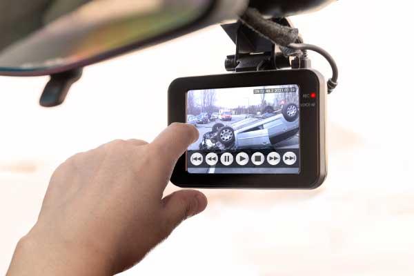 ドライブレコーダーの選び方 便利な機能をチェック 加速度センサー(Gセンサー)で映像を自動保存