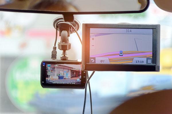 ドライブレコーダーの選び方 便利な機能をチェック GPS機能