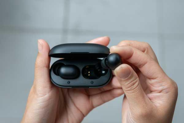 イヤホンの種類① 接続方法 Bluetooth 左右独立型(完全ワイヤレス)