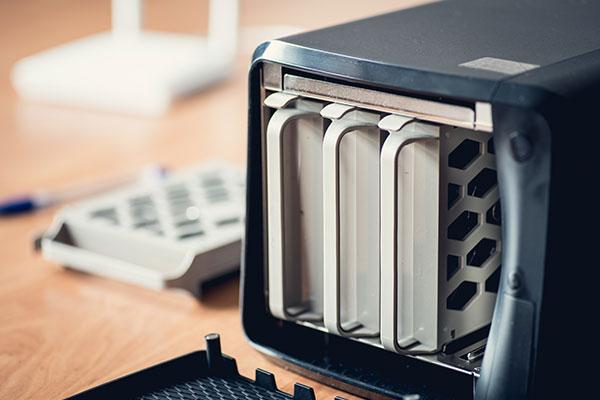 外付けHDDの選び方 小規模オフィスにはNASが便利