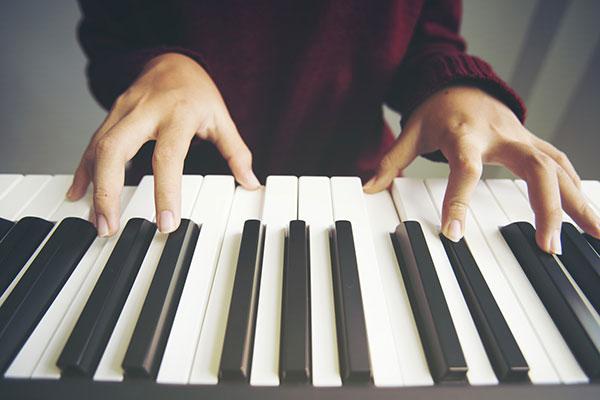 電子ピアノの選び方 音の響きを再現する同時発音数