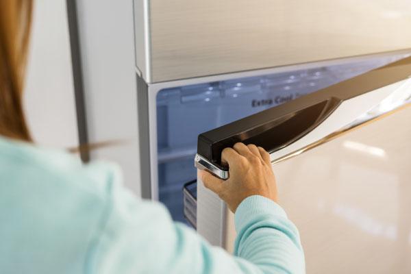 一人暮らしの冷蔵庫を選ぶときのポイント 扉の開く向きを確認