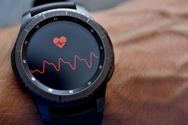スマートウォッチでできること スポーツや毎日の健康管理に「心拍計」