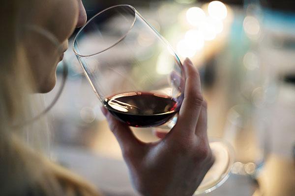 ワイン選びのポイント 赤ワインは飲み口の濃厚さで選ぶ